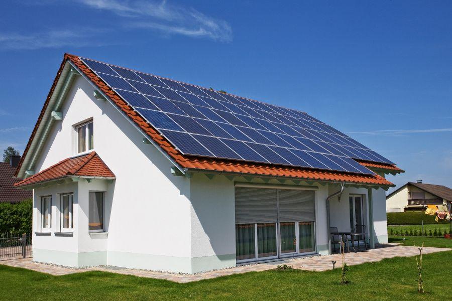 Háztetőre is helyezhetők a napelemek